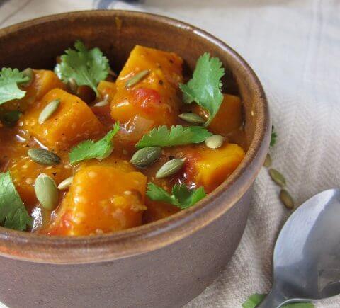 Squash in tomato-tomatillo sauce with Mexican flavors