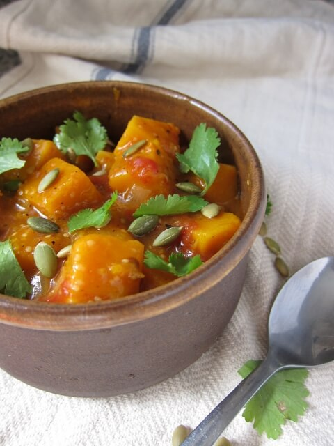 Squash in tomato-tomatillo sauce with Mexican flavors
