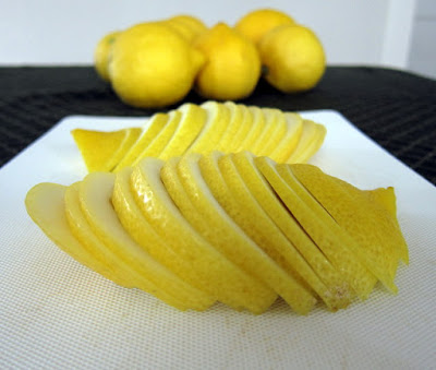 Photo of thinly sliced lemons to be used in lemonade