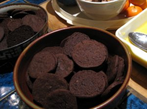 Thin cocoa cookies