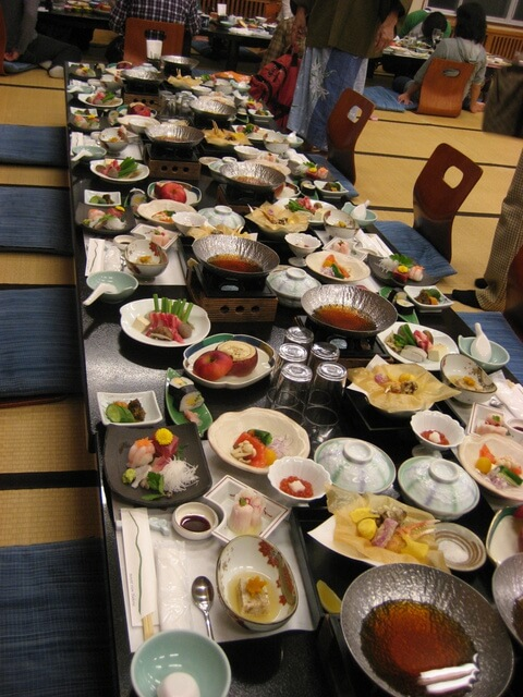 dinner-table-at-mount-view-hotel-in-the-hakone-region-of-japan
